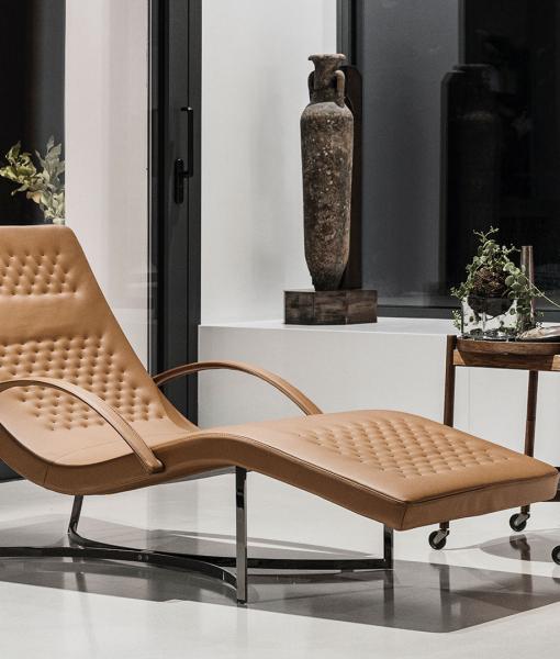Chandelier chaise longue in pelle. Design Stefano Conficconi.