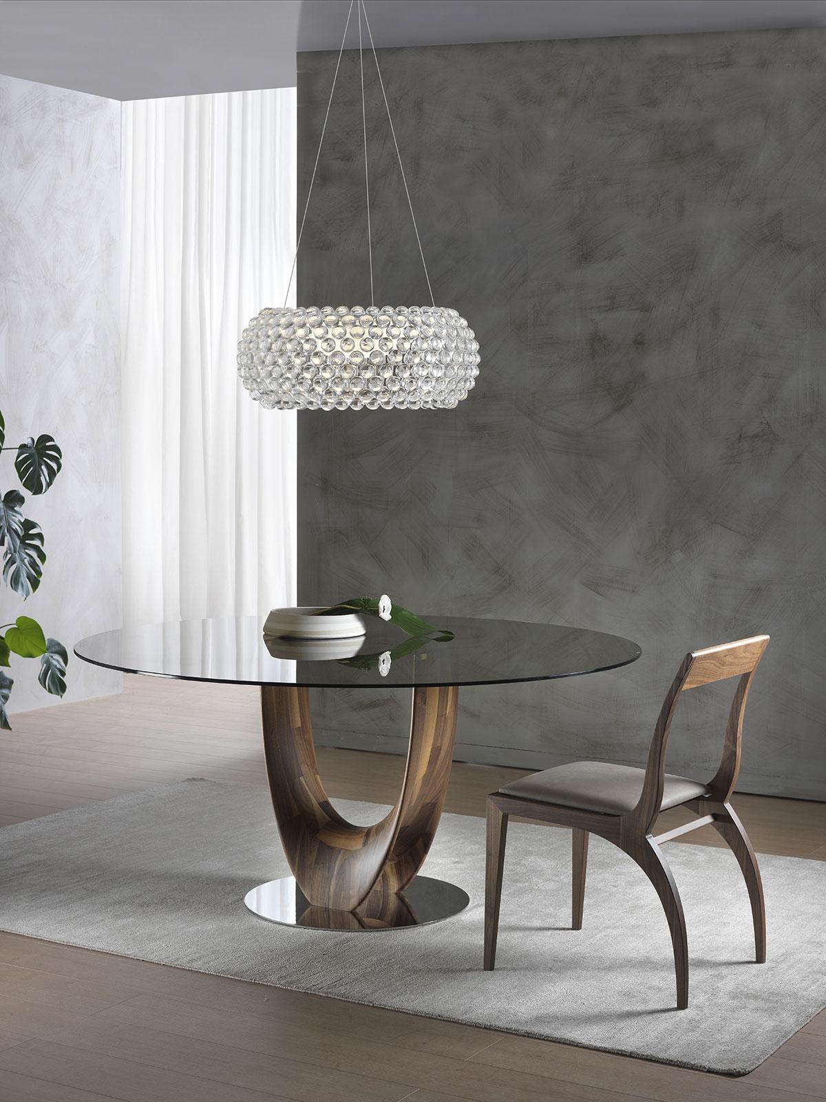 Tavolo da pranzo rotondo in vetro naturale e noce Canaletto. Vendita online di tavoli e mobili artigianali made in italy.