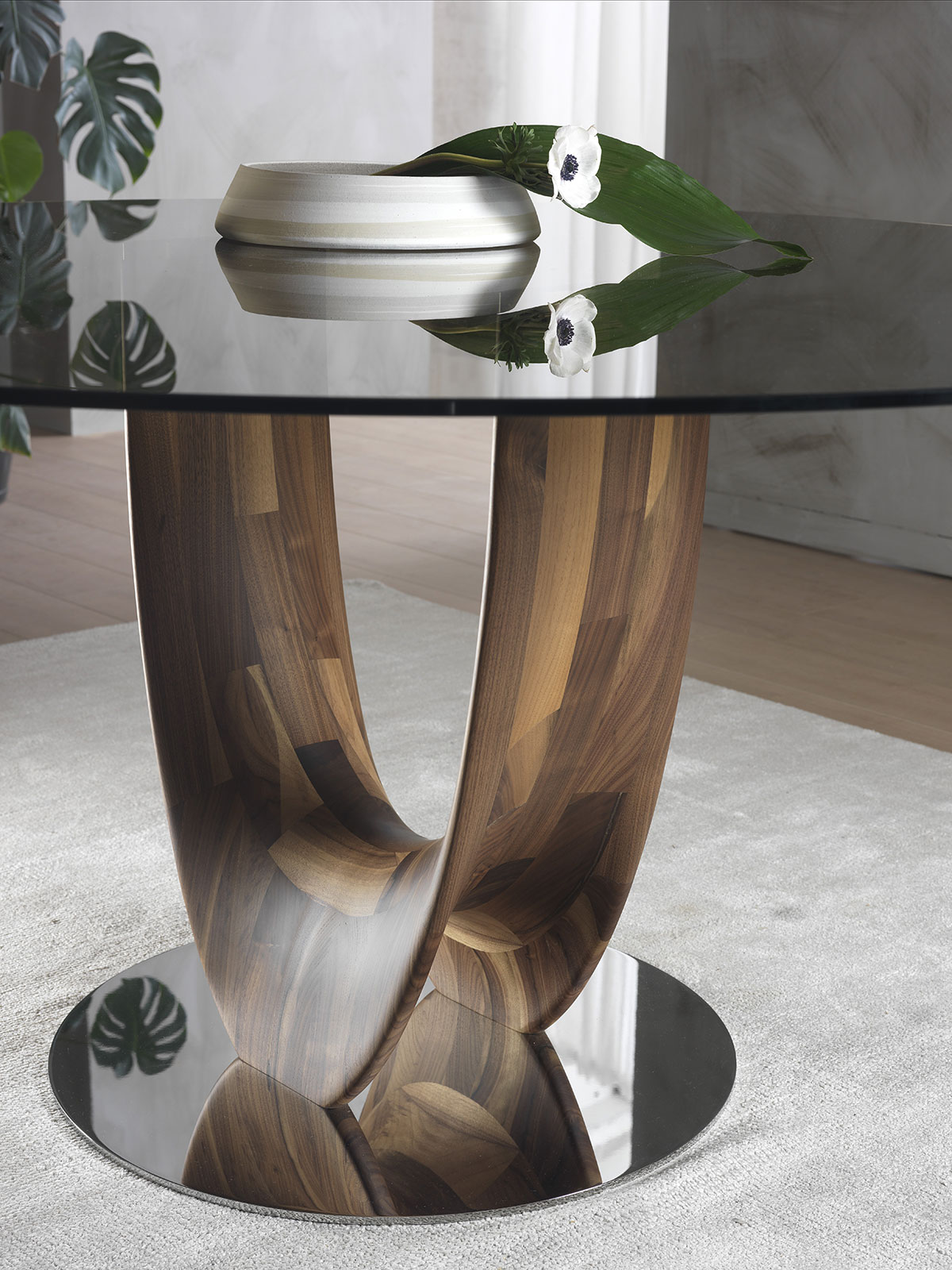 Round table designed by Stefano Bigi. Glass top. Walnut wood base. Available for online shopping. Free delivery.