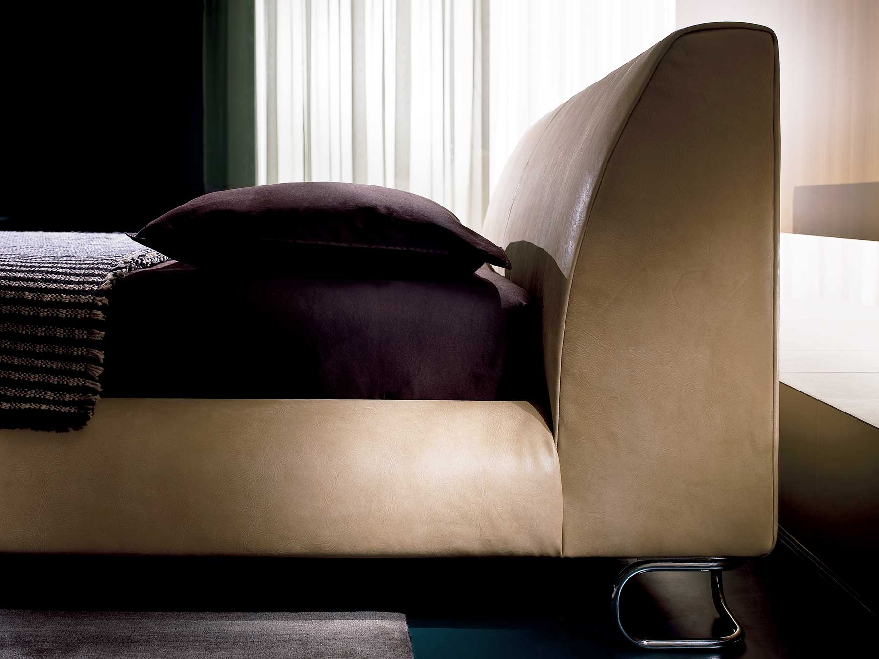 Mauro Lipparini designed an elegant and refined interior furniture collection. Add-Look leather bed is luxurious and handcrafted in Italy. Shop online.