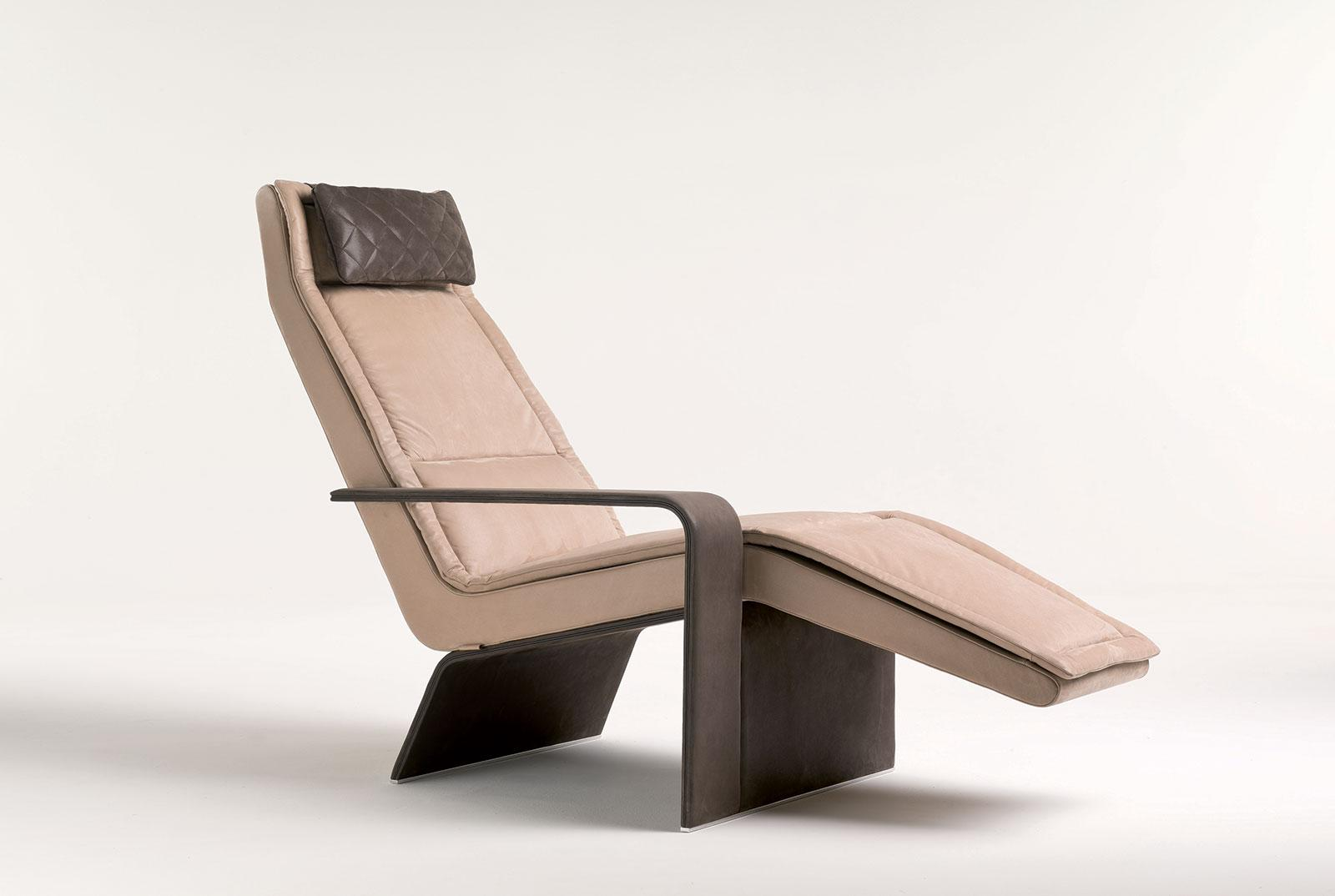 Ala upholstered chaise longue chair shop online italy for Chaise longue classic design italia