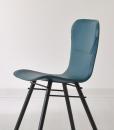 Sedia in cuoio con struttura in metallo disponibile in numerosi colori. Design orientato al relax, produzione 100% made in italy. Consegna a domicilio.