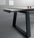 Style, élégance, plateau en céramique et piétement en métal caractérisent Ceram notre table de salle à manger en céramique extensible. Achat table à rallonges en céramique.