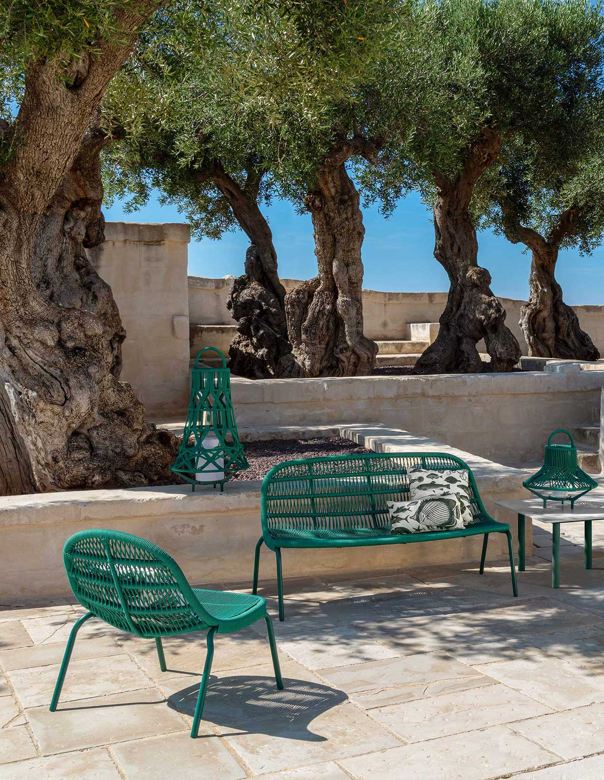 Ludovica + Roberto Palomba designed a luxurious and original outdoor love seat sofa in green aluminium and synthetic ropes. Shop online. Free home delivery.