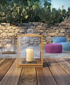 Lanterne d'extérieur carrée en teak et acier. Ameublement jardin et terrasses haut de gamme. Vente en ligne