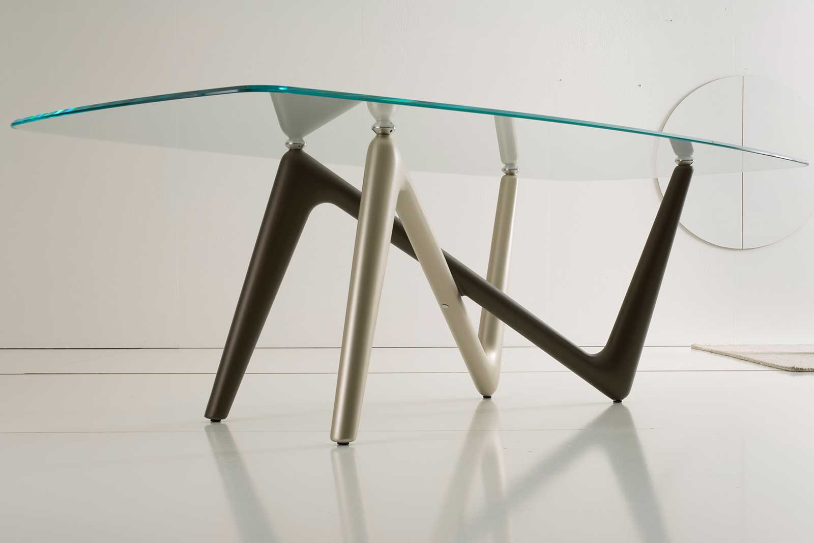 Unusual legs intersection in bronze and titanium colour and extra clear safety glass cm. 110 x 220 or 120 x 240. Edge luxurious original rectangular table.