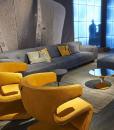 Pour villas, hotels et yachts d'excéption, la décoration d'intérieur la plus luxueuse avec le fauteuil tournant en cuir Dean dessiné par Giuseppe Viganò.