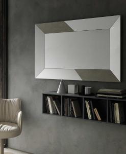 Miroir rectangulaire au cadre large avec incrustations en céramique. Utilisable horizontalement et verticalement, appliqué sur un mur ou posé au sol.