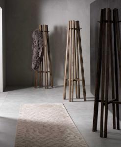 Porte-manteaux en bois massif. Porte manteaux original design made in italy avec livraison gratuite.