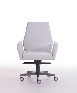 Matteo Nunziati's Kefa conference armchair in white leather will furnish the most prestigious offices with its modern and luxurious style. Free delivery.