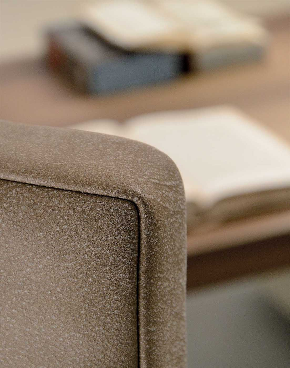 If you look for warm shades Kefa conference armchair in brown leather will complete your office furniture with class and elegance. Design by Matteo Nunziati