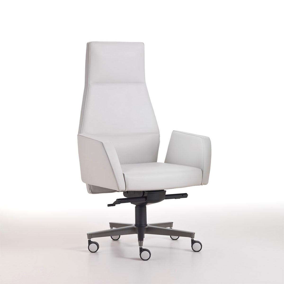 Kefa executive armchair in white leather, design Matteo Nunziati. Steel frame and polyurethane. 5-star aluminium swivel base. Free delivery. Online shopping