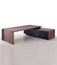 Kefa is an executive desk in walnut and black leather designed by Matteo Nunziati and made in Italy in a big size. Elegant and luxurious. Free delivery.