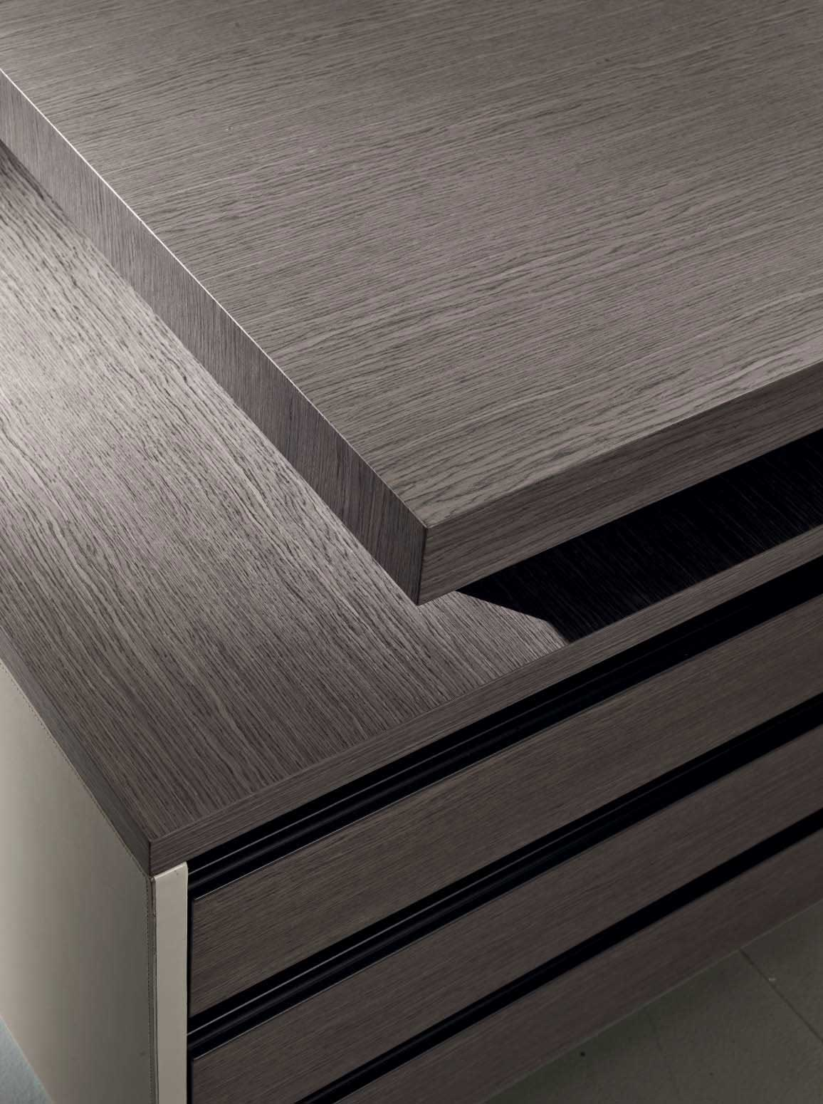 Matteo Nunziati gives soft shades to Kefa executive desk in oak and beige leather. Offer yourself the more elegant and luxurious furniture for your office.