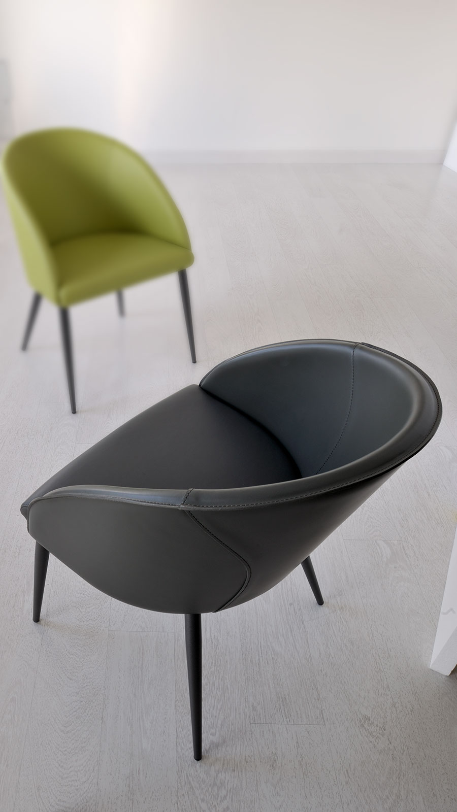 Furnish your home or office with this modern padded armchair. Seat and backrest upholstered with genuine leather. Metal grey feet. Shop online home delivery