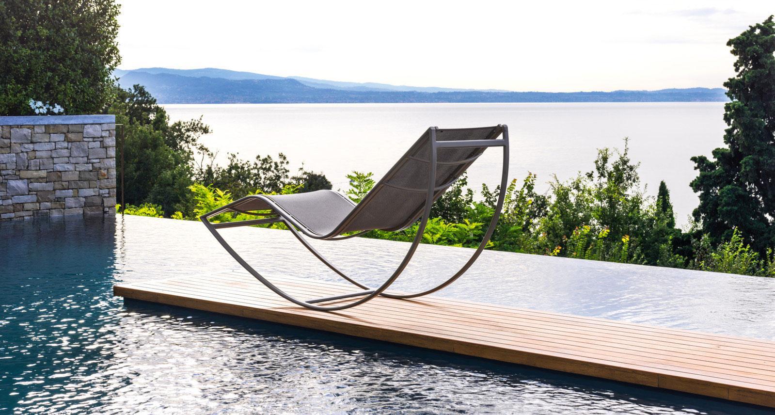 transat piscine design bain de soleil en acier de jardin. Black Bedroom Furniture Sets. Home Design Ideas