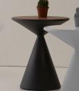 Andrea Lucatello crea Lucy, un tavolino rotondo in polietilene con compartimento porta oggetti, esiste in 3 colori. Vendita on line e consegna a domicilio.