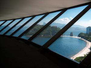 Mac-Niteroi-vista-dall-interno