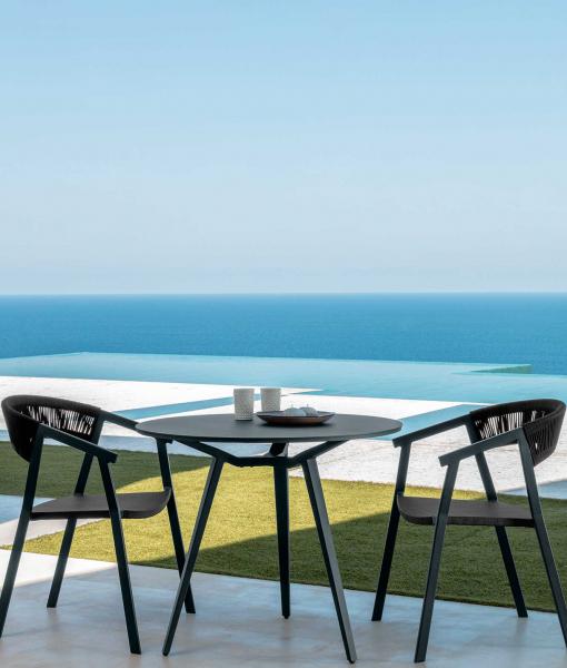 Margot round outdoor table