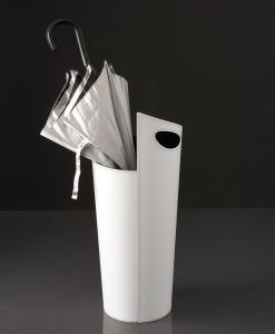 Porte parapluie en tôle recouvert en cuir régénéré blanc, noir ou rouge. Design Arter et Citton. Production italienne. Vente en ligne, livraison à domicile.