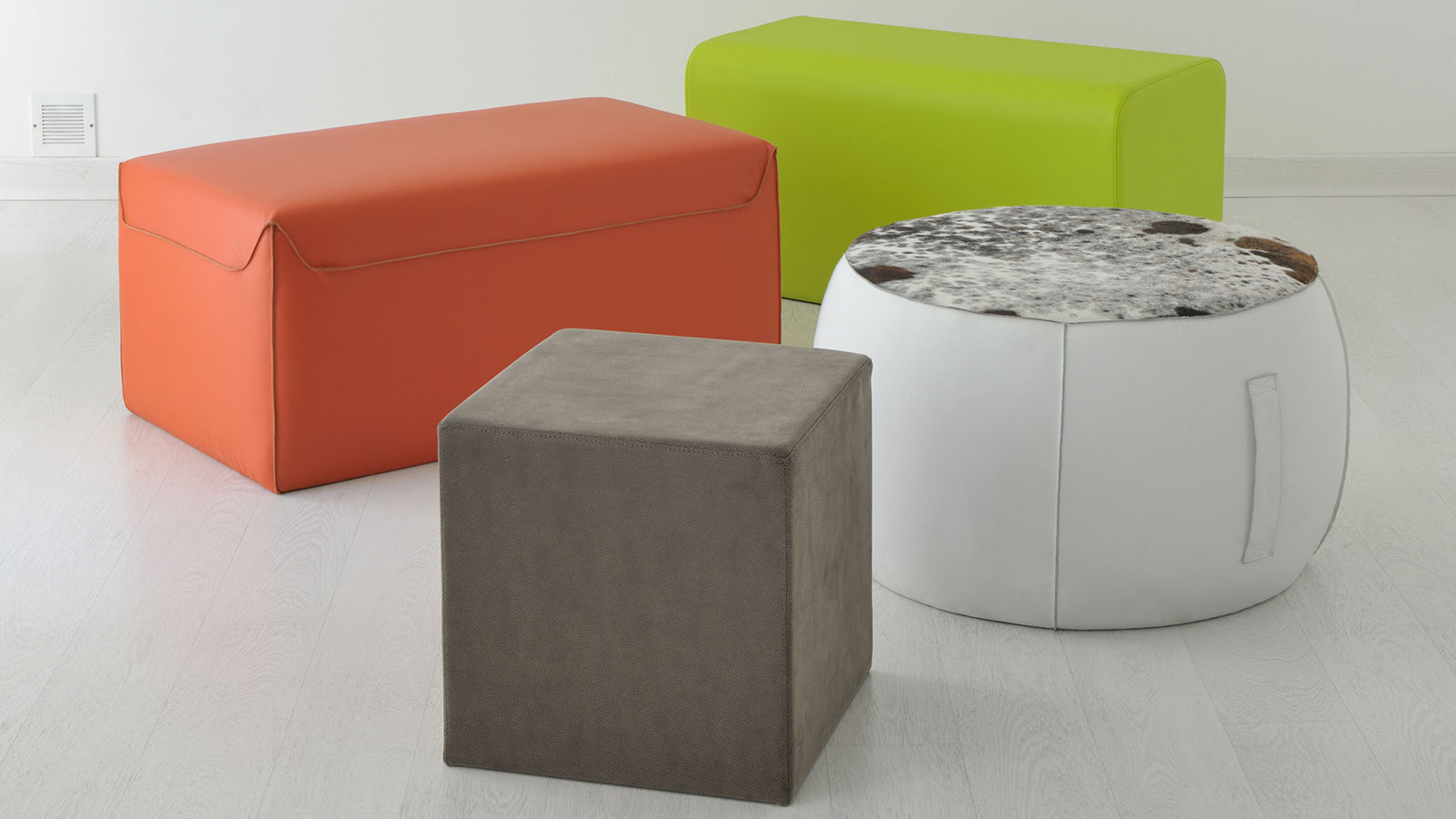 Gentil Furniture Complement For Additional Accommodation. Available In Several  Sizes, Colours And Coverings Of Leather