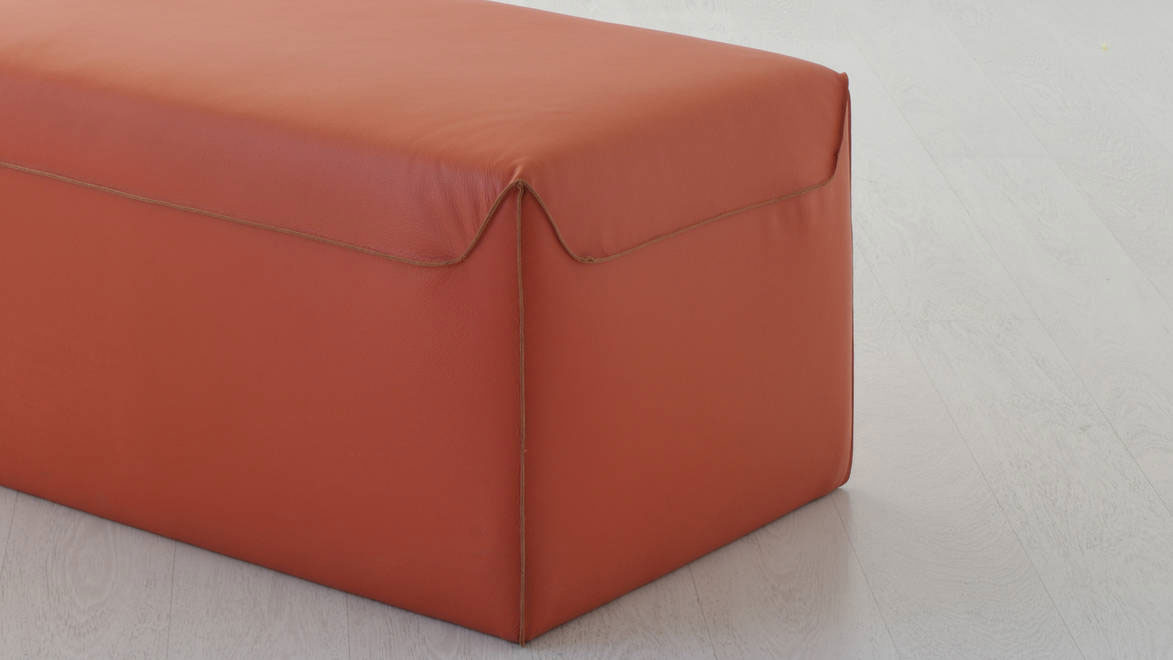 Furniture complement for additional accommodation. Rectangular pouf available in several colours and coverings of leather or fire resistant eco-leather.