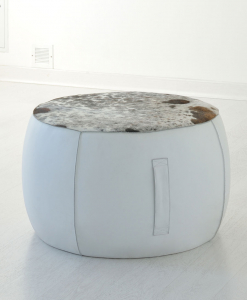 Furniture complement for additional accommodation. Round pouf available in several colours and coverings of leather or fire resistant eco-leather.