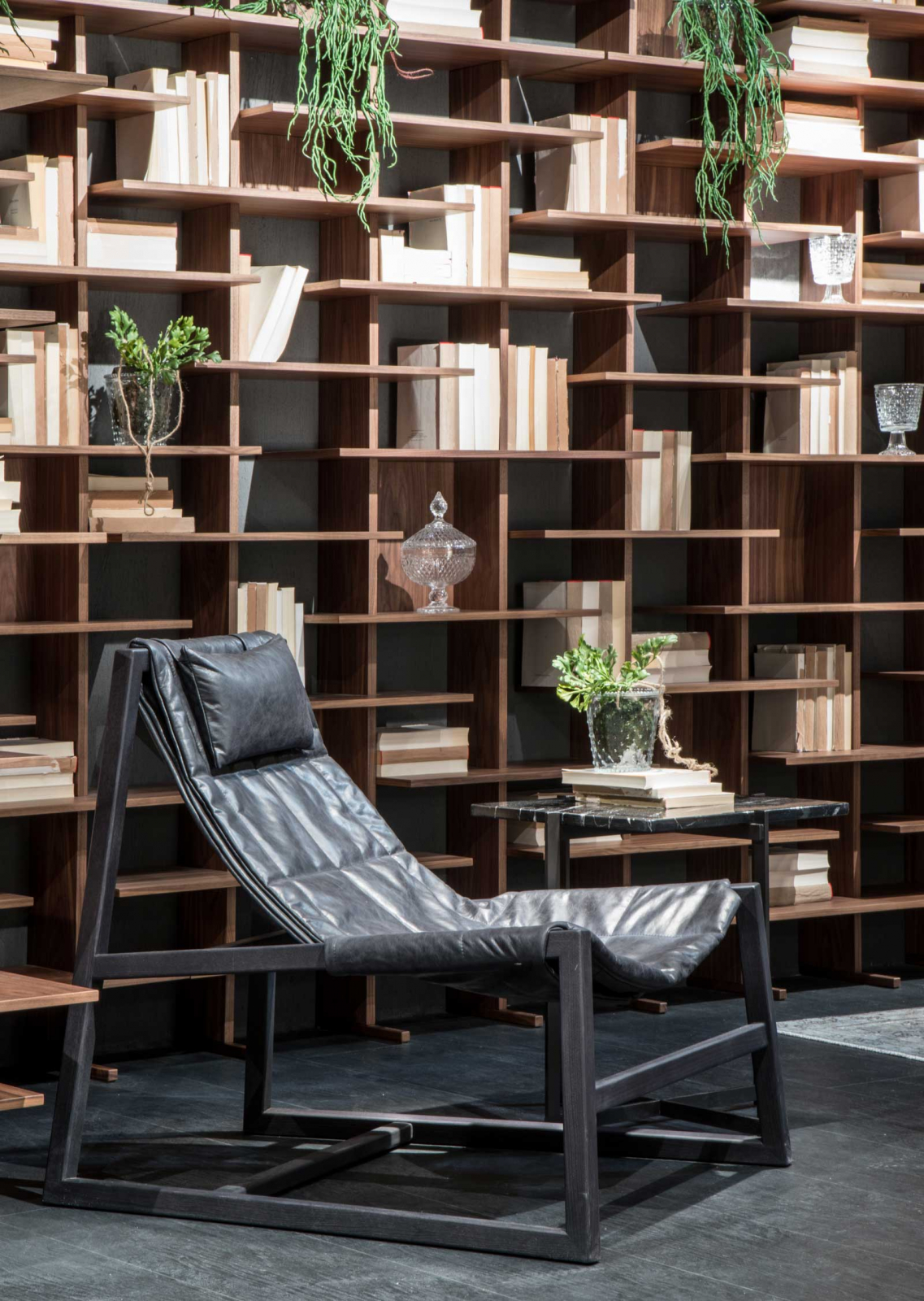 Fauteuil relax en bois et cuir. Vente en ligne de fauteuils et ameublement haut de gamme artisanaux made in italy avec livraison gratuite.