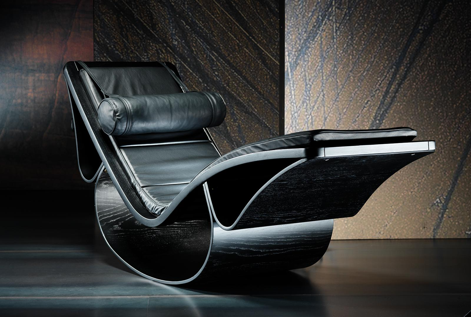 Rio leather chaise lounge by oscar niemeyer shop online for Blue leather chaise lounge