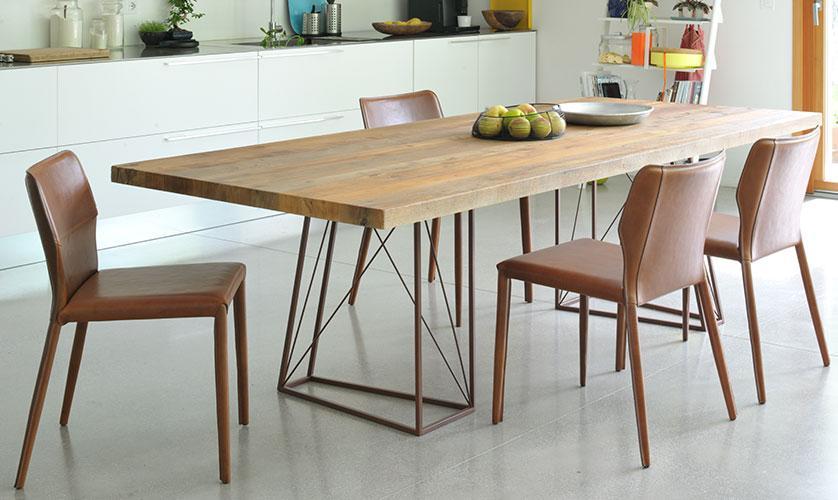 Tavolo Roxy rettangolare con legno di Briccola