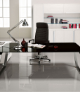 La scrivania direzionale in cristallo Sev è disponibile con il piano temperato in nero, bianco o tortora, con gambe cromate. Consegna a domicilio gratuita.
