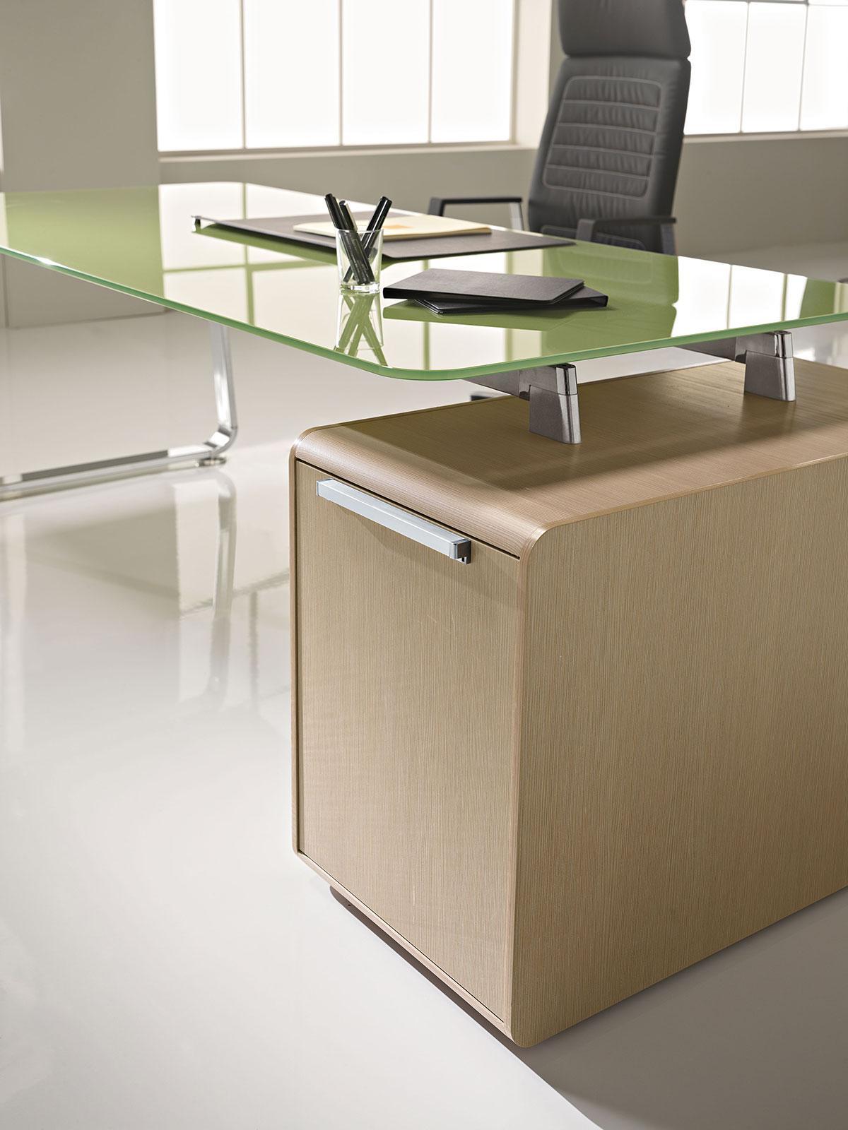 Sev scrivania direzionale con piano in cristallo e for Mobilier bureau quimperle