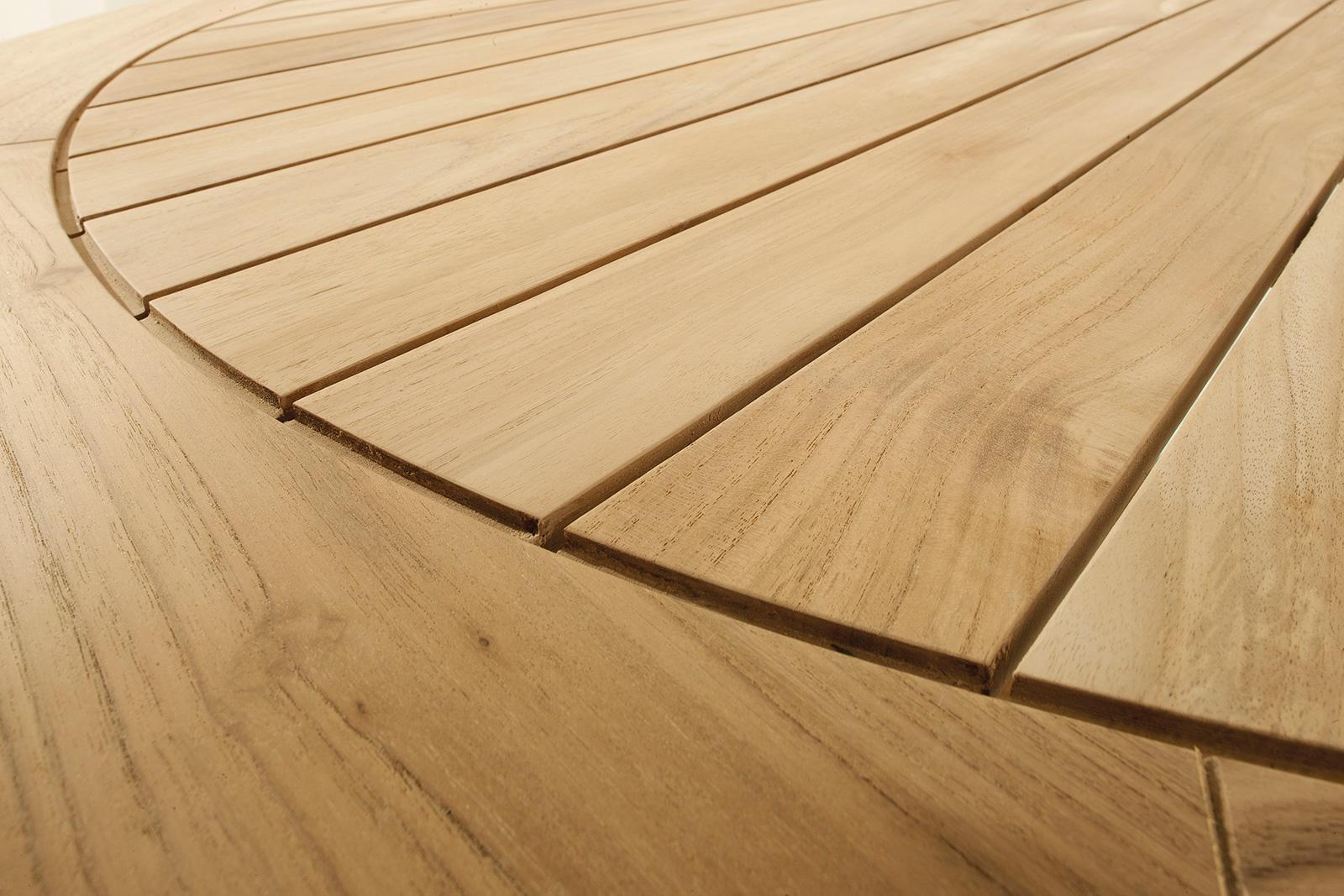 Table de jardin en pure essence de teak Indonésien. Diamètre 150 cm. Table d'extérieur haut de gamme. Ameublement de jardin de luxe.Vente en ligne.