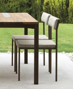 Sedia da giardino moderna imbottita. Tavolo con sedie da giardino in acciaio. Vendita online di arredo e mobili da esterno. Design Ramon Esteve.
