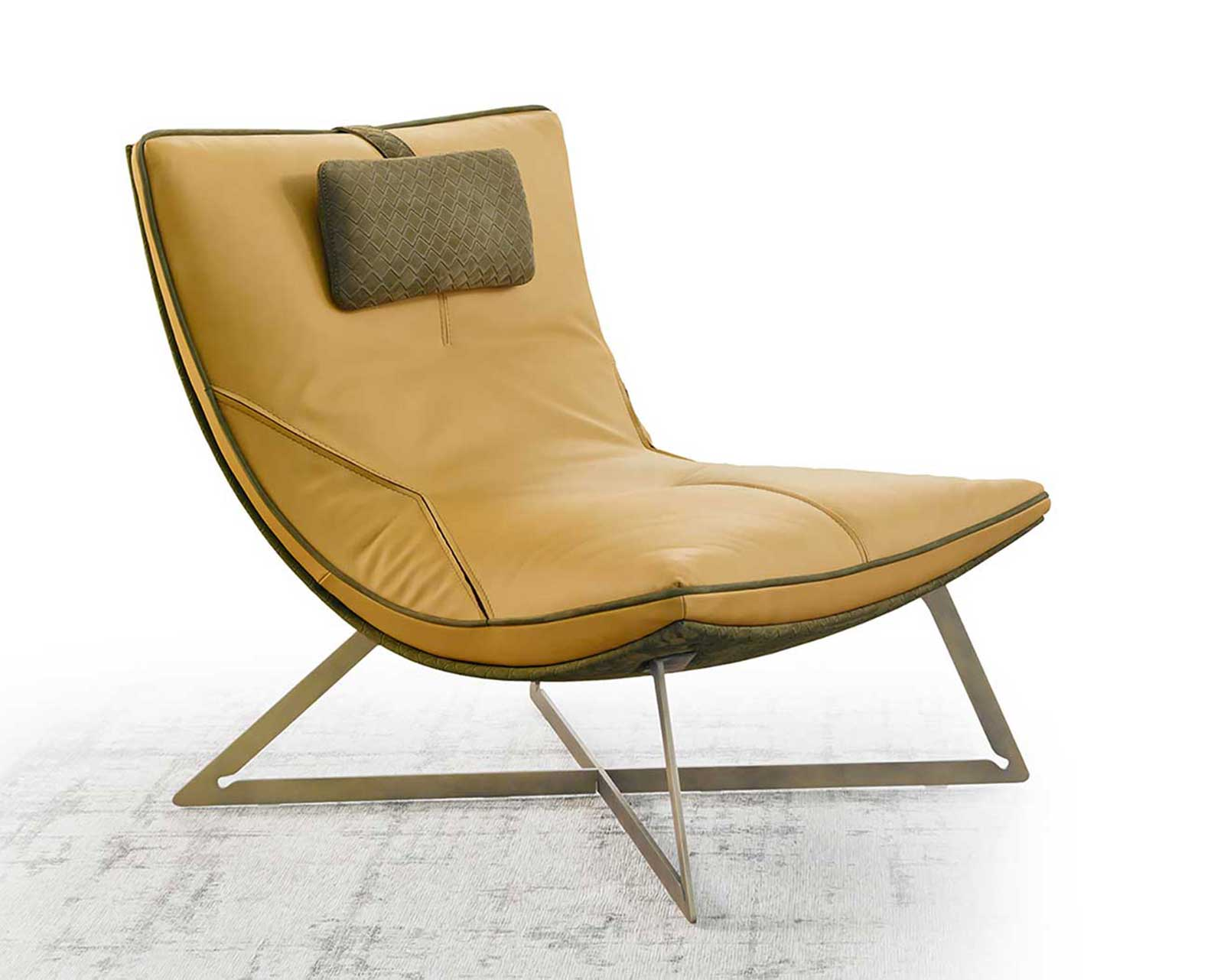 Chaise longue en cuir crème. Vente en ligne de fauteuils relax made in italy avec livraison gratuite. Meubles hauts de gamme design italien