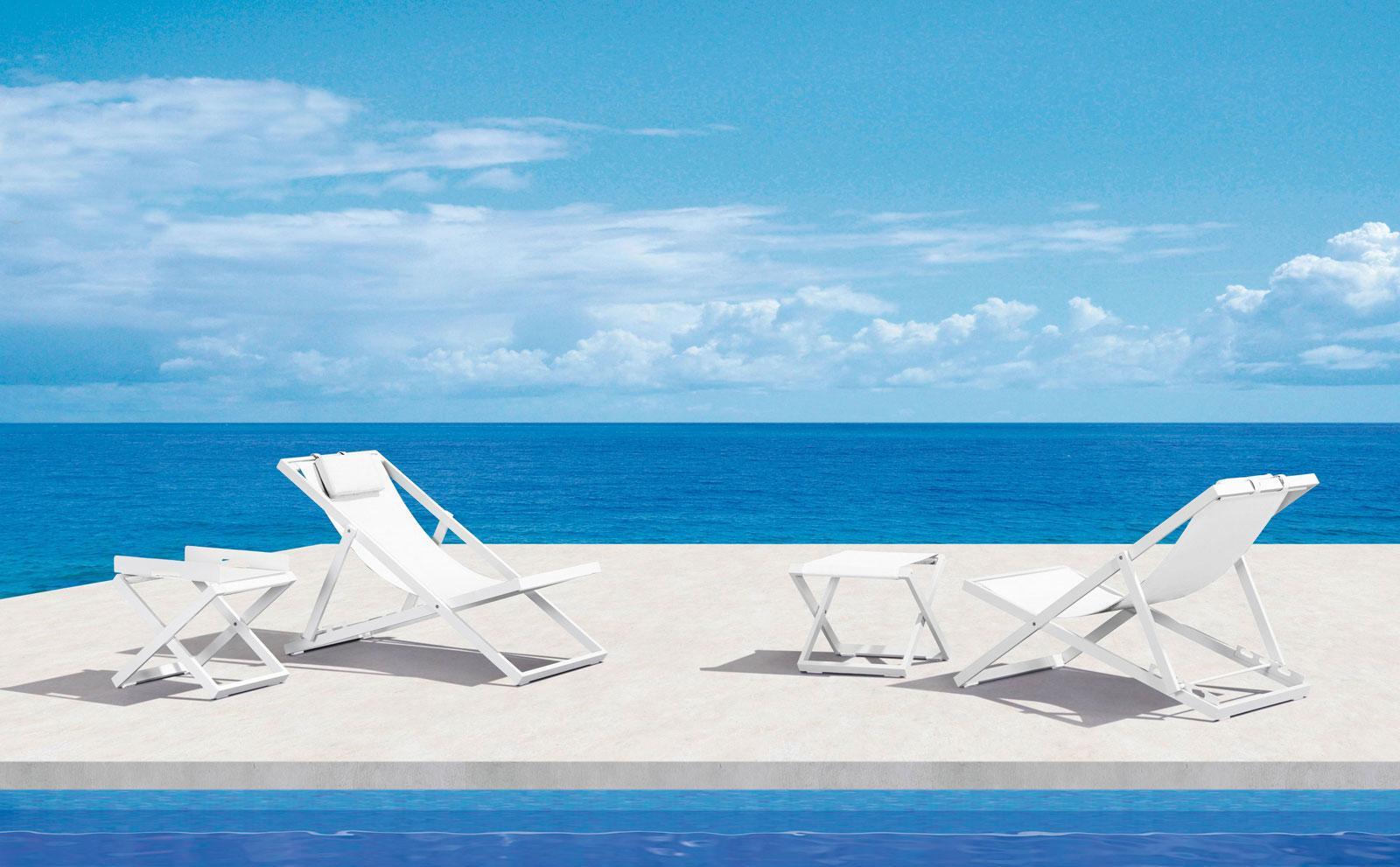 Sedia a sdraio in alluminio e textilene bianco. Pieghevole e leggera. Lavabile e perfetta per uso esterno. Consegna a domicilio.