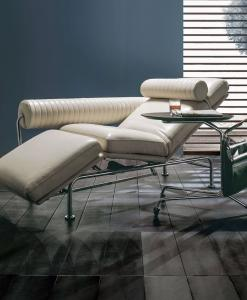 Ultimate is a luxurious Up & Down leather lounge chaise which will re-define the concept of modern comfort. Shop now for leather chaise longues 100% Made in Italy.
