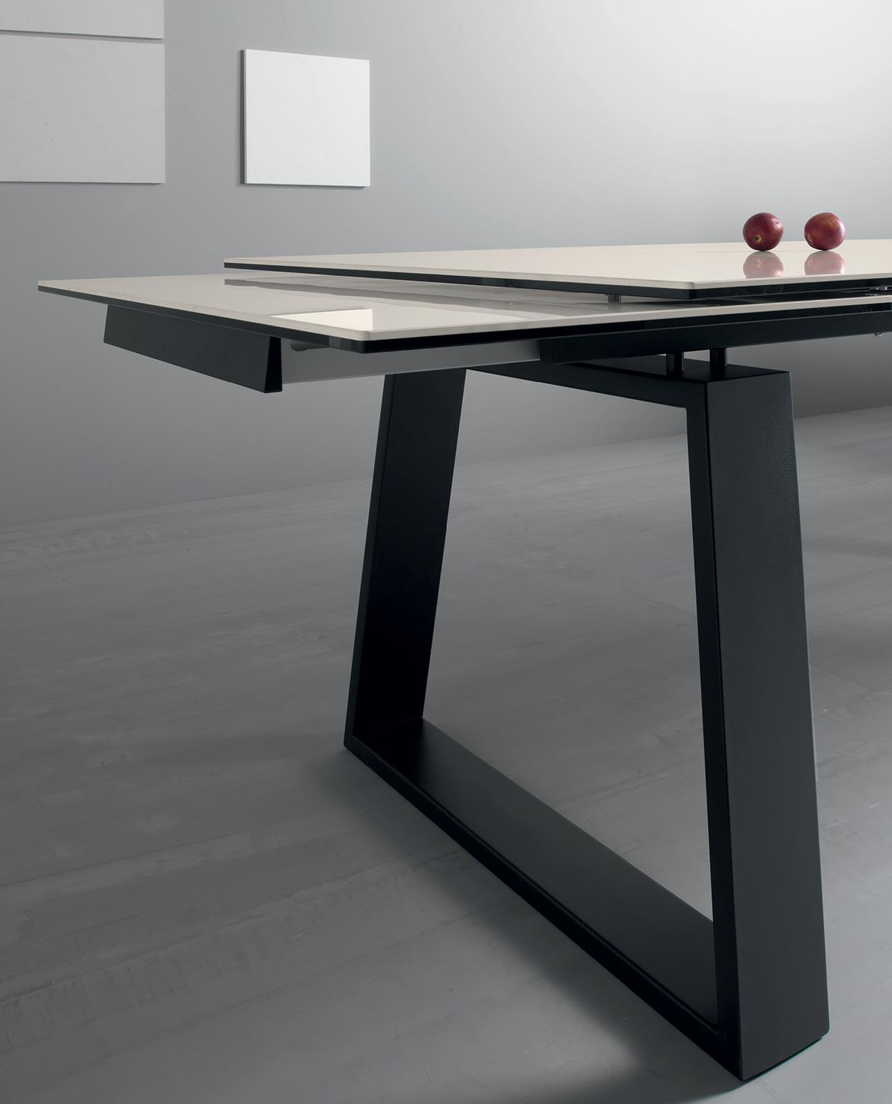 ceram table rallonges avec plan en c ramique idd. Black Bedroom Furniture Sets. Home Design Ideas