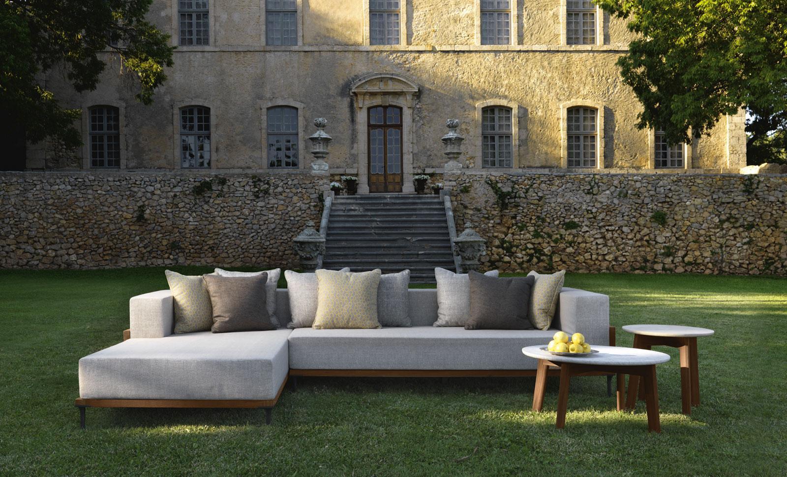 tavolini da caffè rotondi da esterno giardino made in italy design prezzi arredamento da esterno lusso marco Acerbis teak marmo travertino tondi