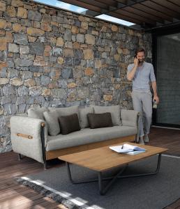 Divano da esterno 3 posti. Divano per giardino e terrazze. Mobili da esterno made in Italy. Salotti completi design da giardino.