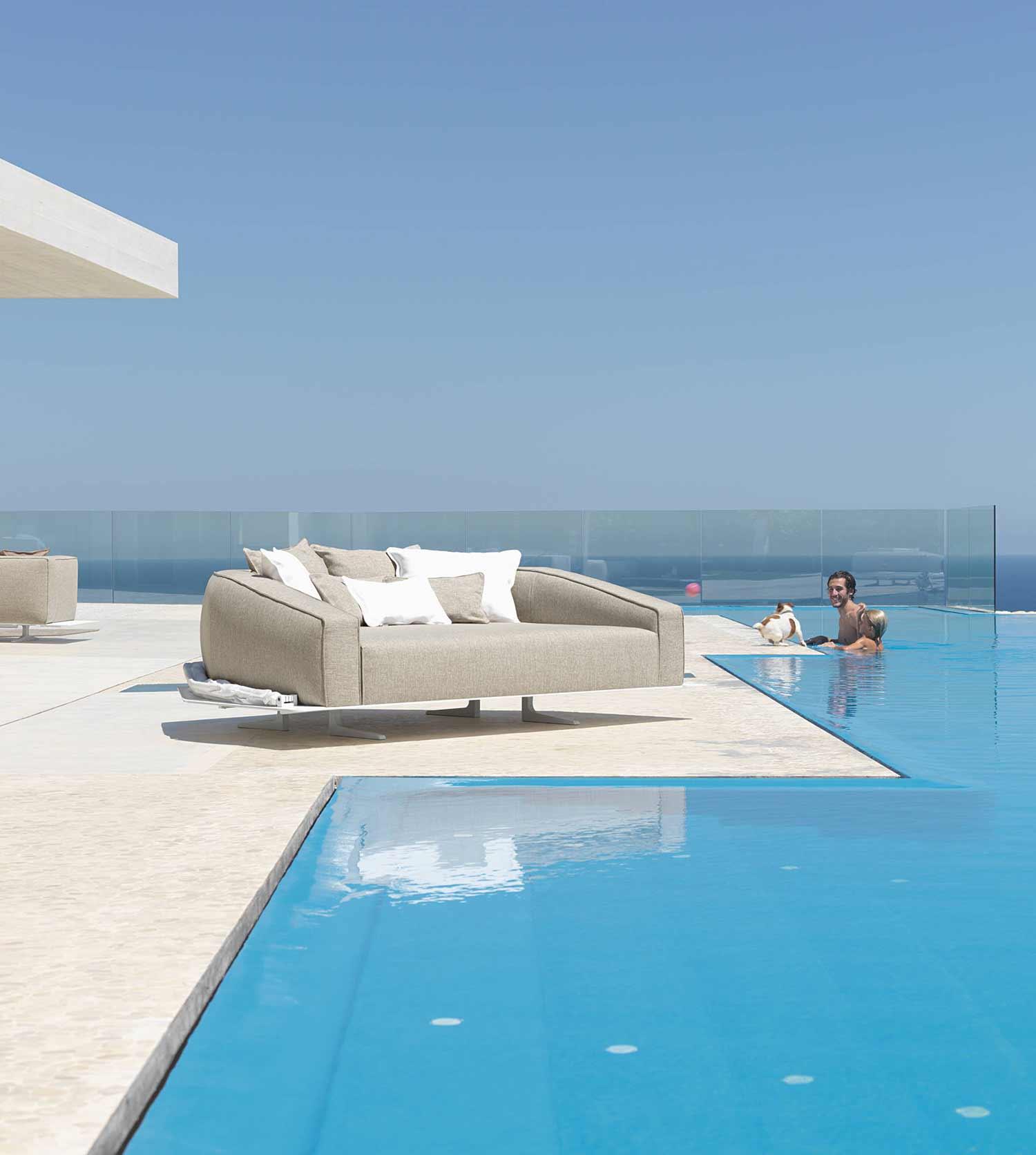 canapé d extérieur ameublement design haut de gamme jardin luxe moderne en ligne mobilier meuble contemporains vente site italiens qualité aluminium daybed