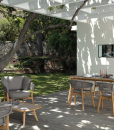 Salon de jardin design en teak et aluminium. Vente en ligne de meubles d'extérieur haut de gamme. Canapé et fauteuil pour jardins et terrasses.