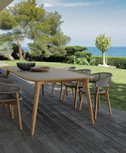 Table de repas d'extérieur rectangulaire en teak. Vente en ligne de meubles de jardin design avec transport offert. Tables de jardin design pour terrasses.