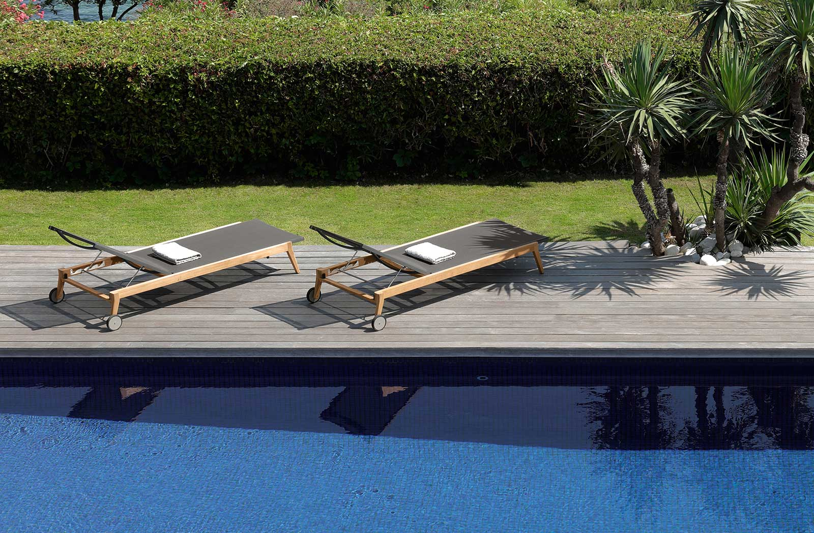 Outdoor stackable sunbed in black textilene. Buy online our luxury design garden furniture. Sofa, table, sunbed, chair, armchair and complement for garden.