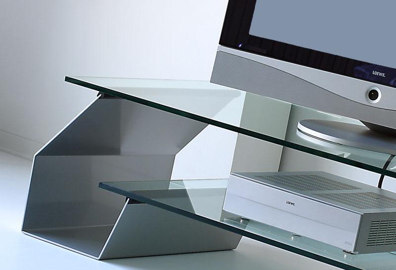Acier et verre et transparent. Tornado est un porte tv fascinant et très pratique.Vente en ligne de porte télé design haut de gamme avec livraison gratuite.