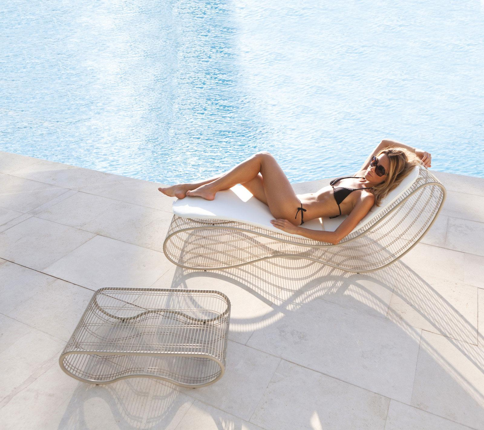 Sinuo modern luxury metal frame sunbed shop online for Chaise longue jardin design