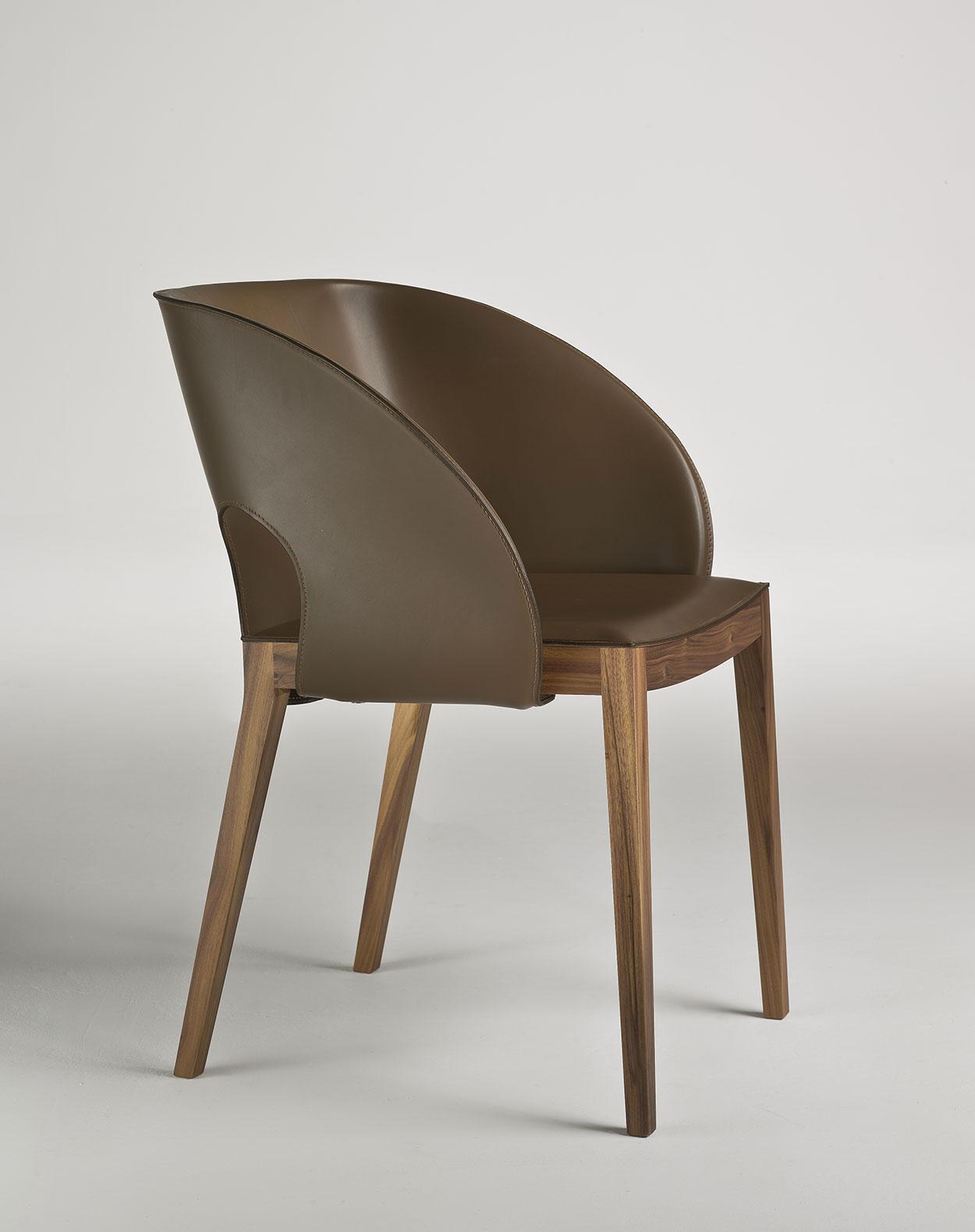 Voile sedia in cuoio e legno italy dream design for Sedie in cuoio