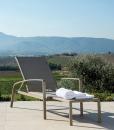 Lettino da esterno, sdraio in alluminio reclinabile e con pouf estraibile. Vendita online di mobili da esterno design di alta qualità con consegna gratuita.